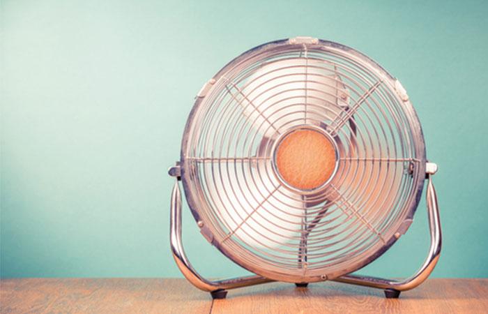 扇風機やサーキュレーターで空気を循環させる!