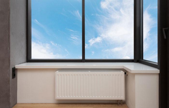 暖房器具は窓際に設置する!