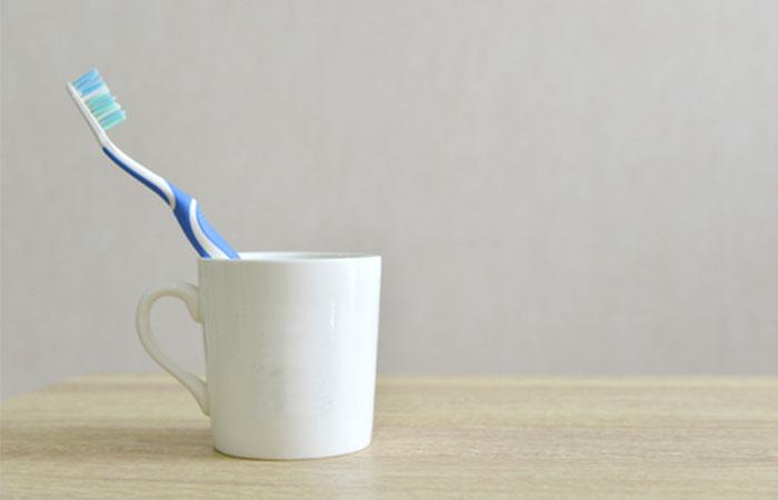 歯を磨くときはコップを使う