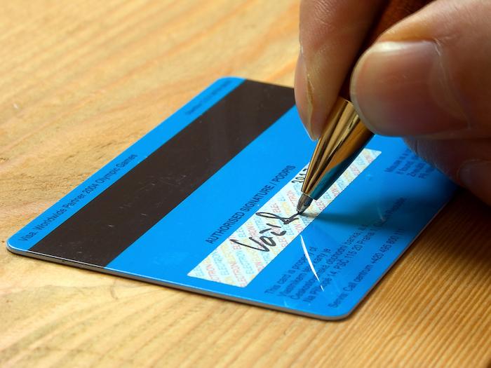 カード裏面の署名欄