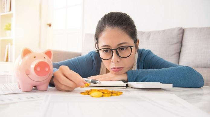 家計に悩む専業主婦