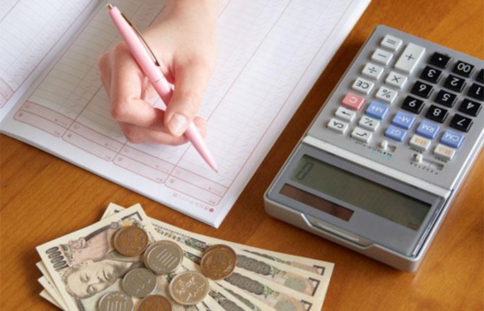 節約に取り組んで貯金するためには家計簿をつけるべき?