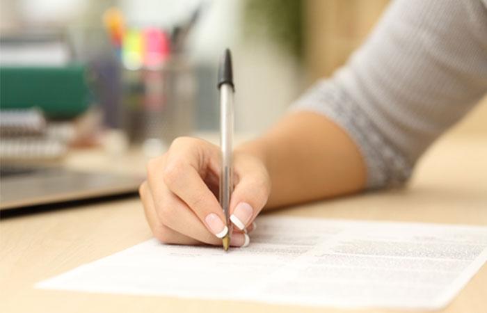契約書類を記入する