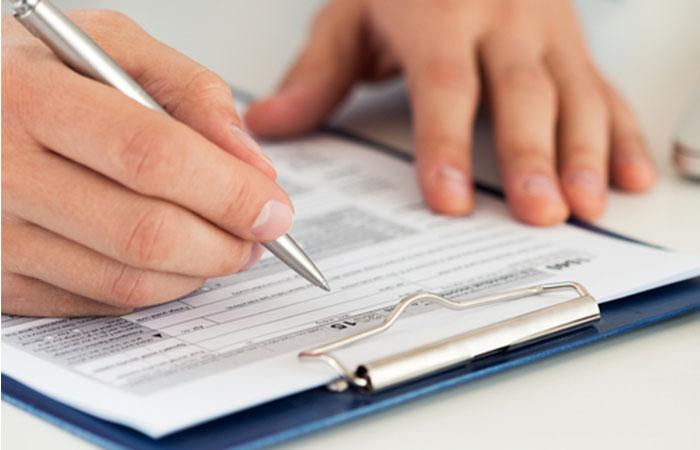 契約書類を記入して郵送する