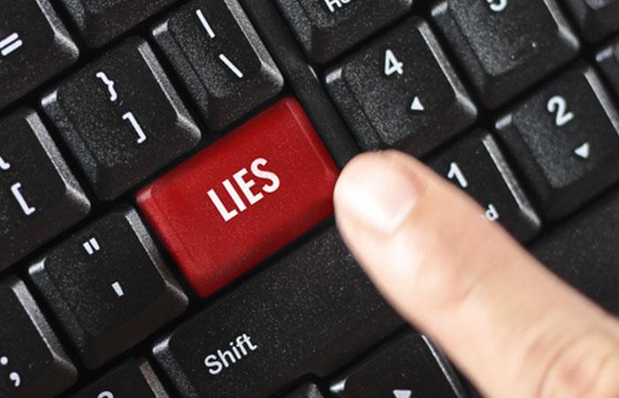 嘘の情報や誤った情報を提出している